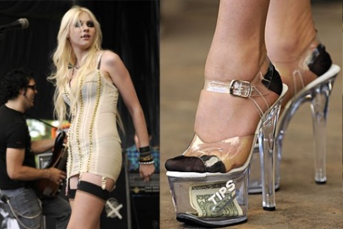 Taylor Momsen rockt mit ihrer Band (The pretty reckless) in Stripper-Heels